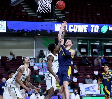 Luke Avdalovic shoots in the lane